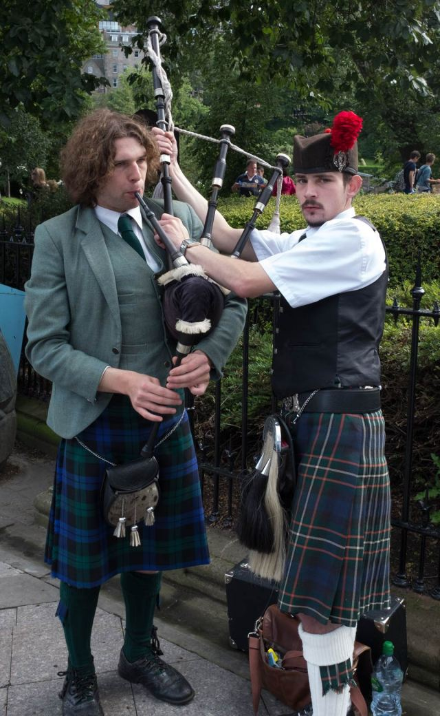 adjusting-bagpipes