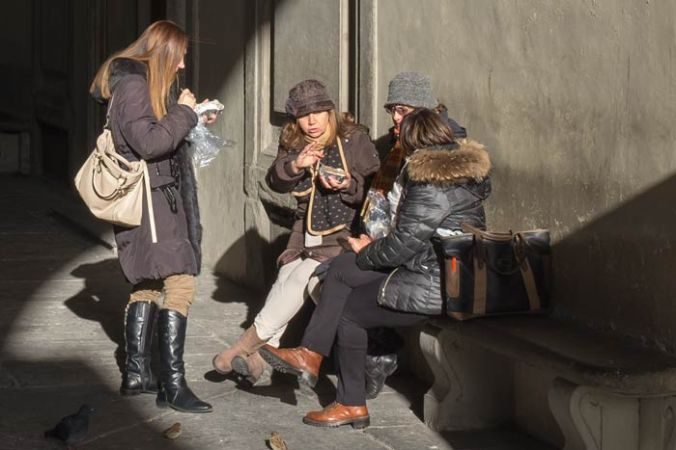 women having lunch on the street in Florence