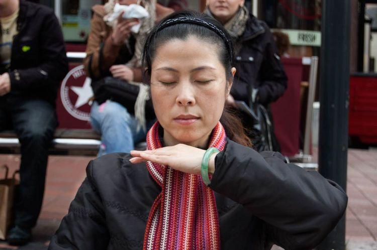 woman-meditating-01