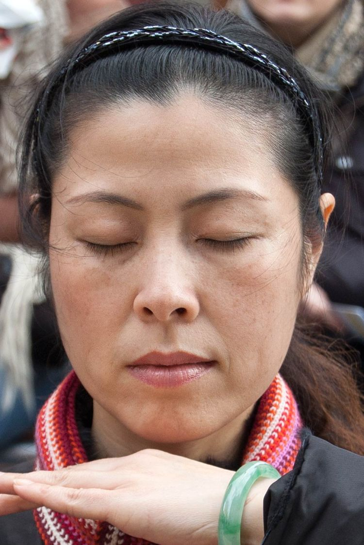 woman-meditating-02