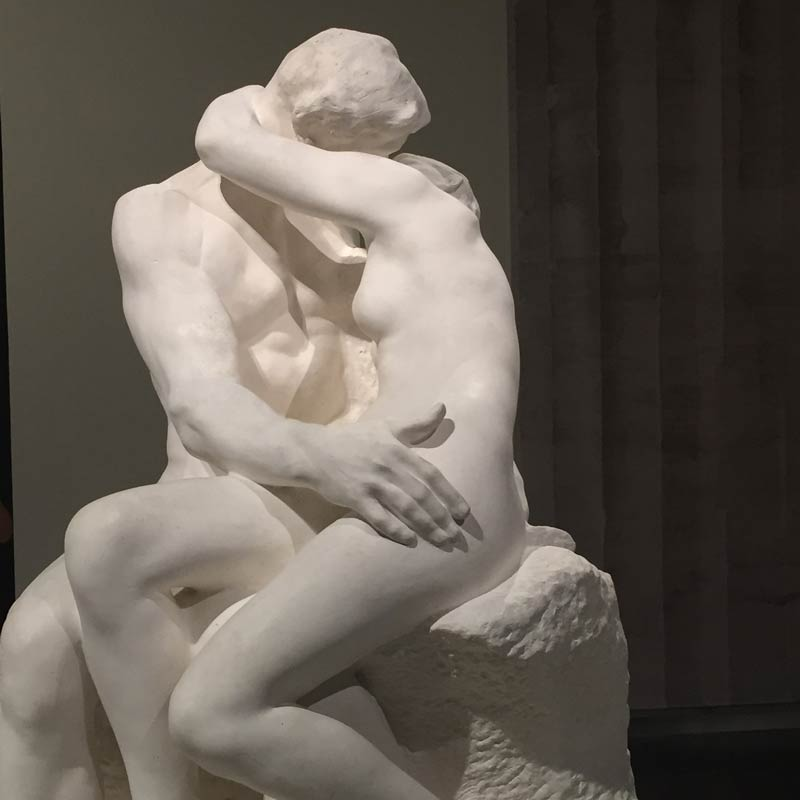 The Kiss seen from the front