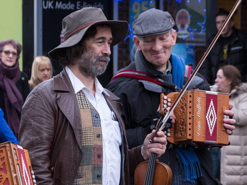 street musicians close up 4x3