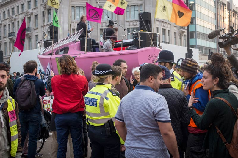 Negotiating with the police before random arrests at the Extinction Rebellion protest at Oxford Circus, London